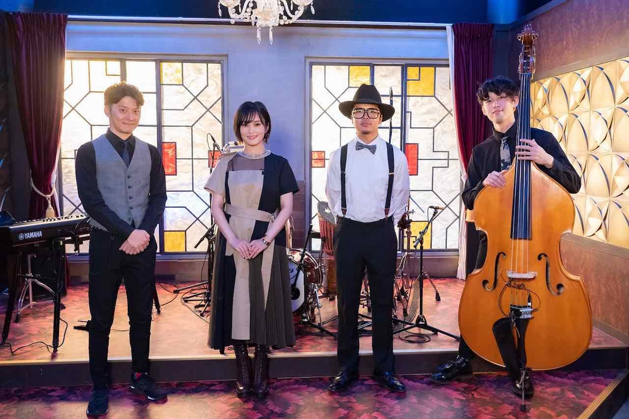 山本彩、高齢熟女バーで今話題のドラマ主題歌「ドラマチックに乾杯」を披露!